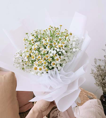all smiles - baby breath and daisy bouquet