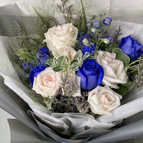 winter magic bouquet - blue and white kenya rose bouqet closeup