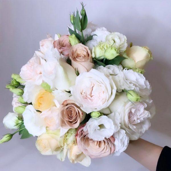 rustic white hand bouquet - round rose bouquet