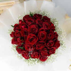 Deluxe – 30 Red Kenya Rose Baby Breath Premium XL Bouquet 2