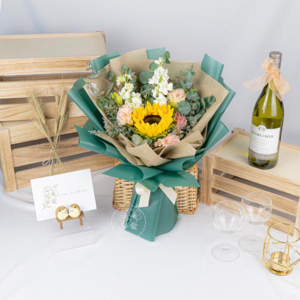 Limelight – Sunflower Matthiola Bouquet