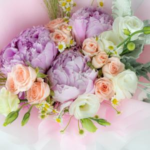 Princess Premium XL Flower Bouquet – Mixed Peony Bouquet Close Up